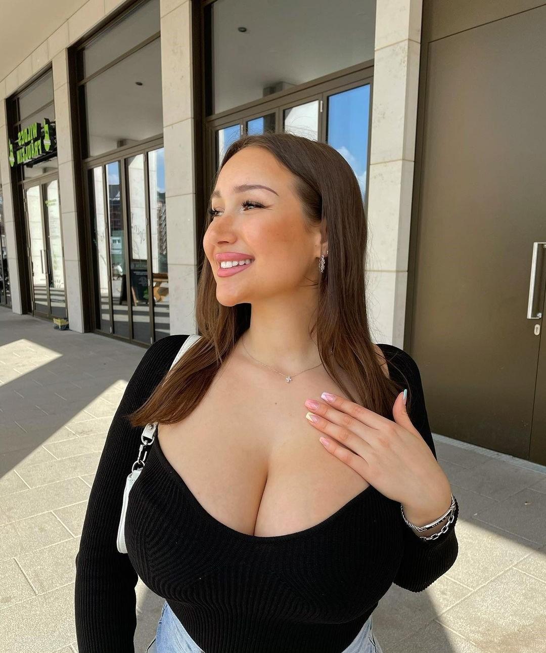 Top 4 Hot Latin Women